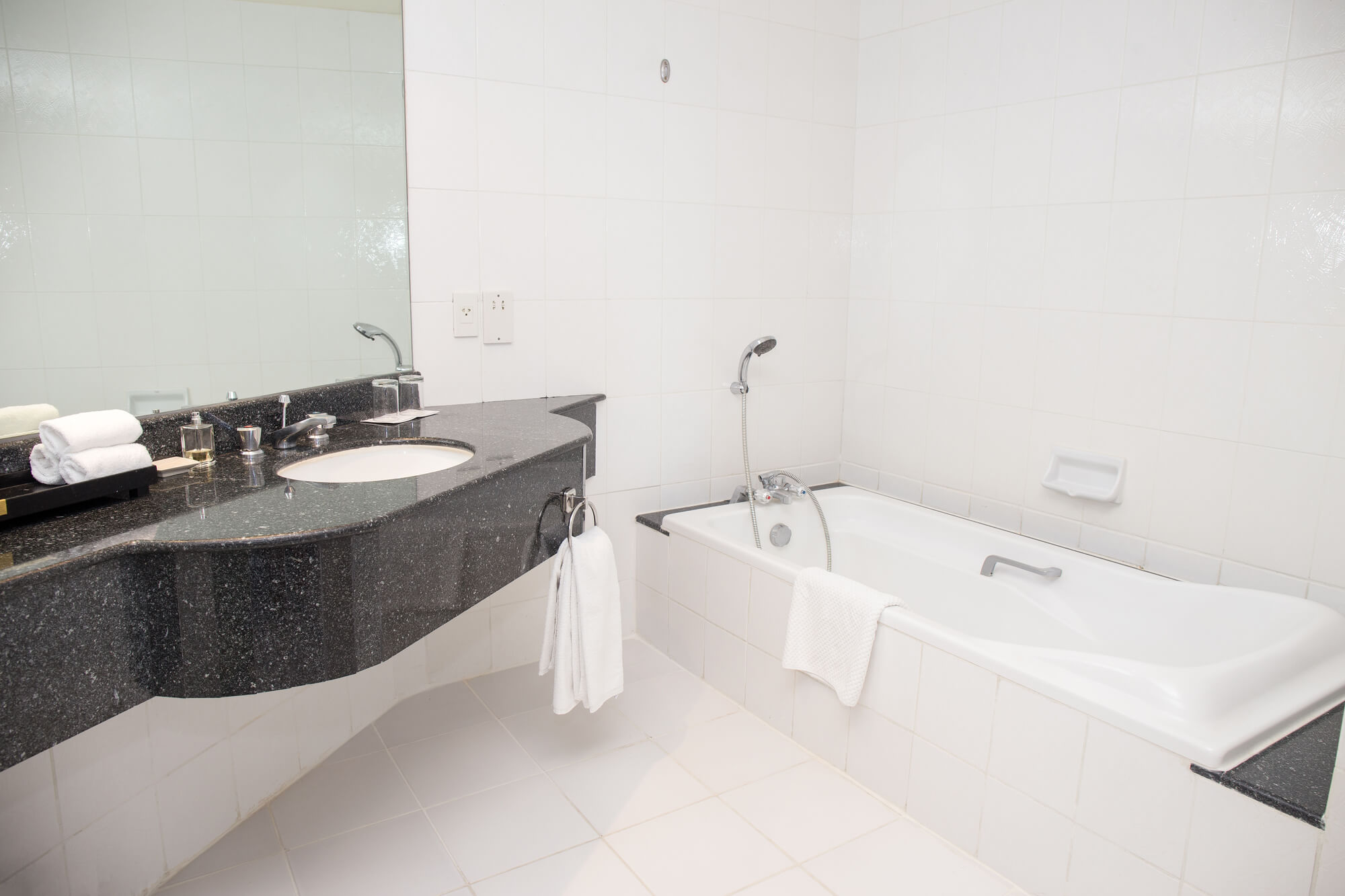 Replacement, Especially Bathtubs, Includes Expensive Tradesmen And A Week  Of Hassles. Frequently Demolition Is Required. That Means Noisy, Dusty Work  That ...